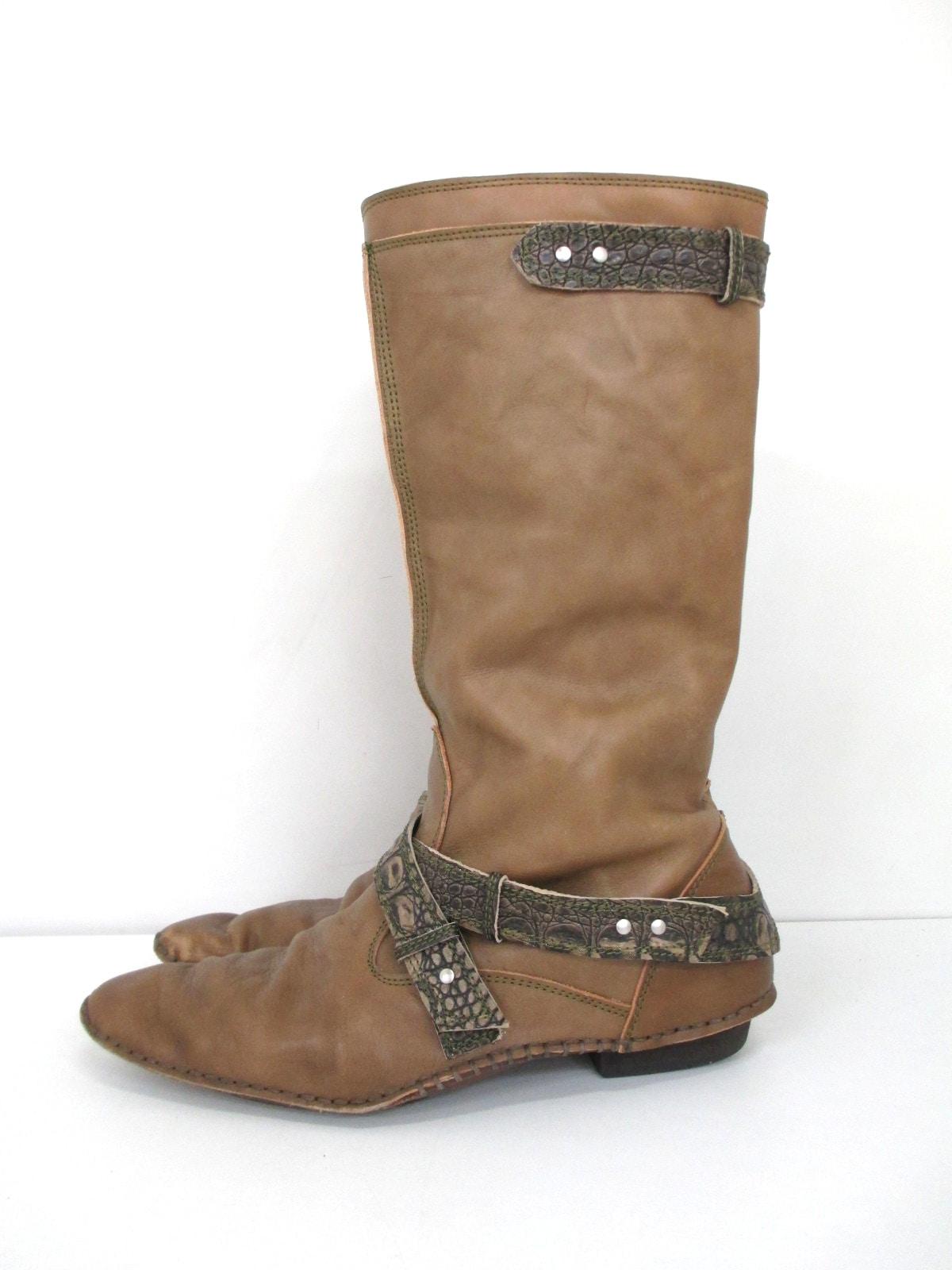 卑弥呼(ヒミコ)のブーツ