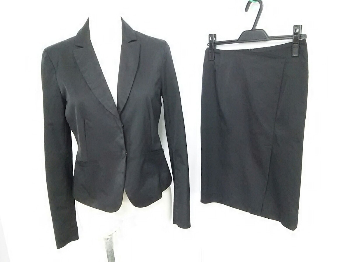 CARRIERA e BASILE(カリエラエバジーレ)のスカートスーツ