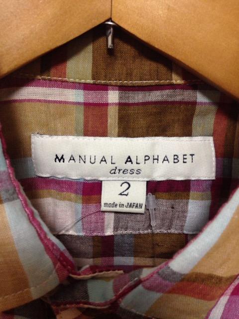 Manual Alphabet(マニュアルアルファベット)のシャツブラウス