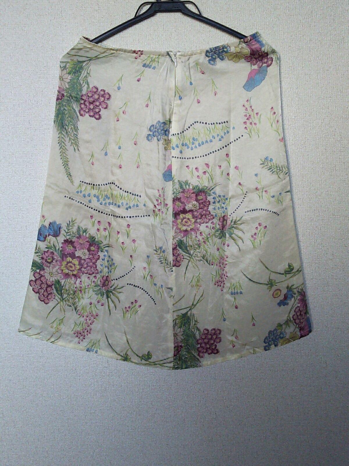 H.A.K(ハク)のスカート