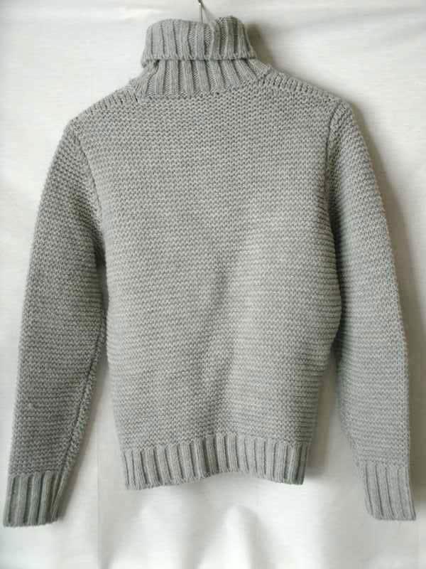 VNECK(ヴイネック)のセーター