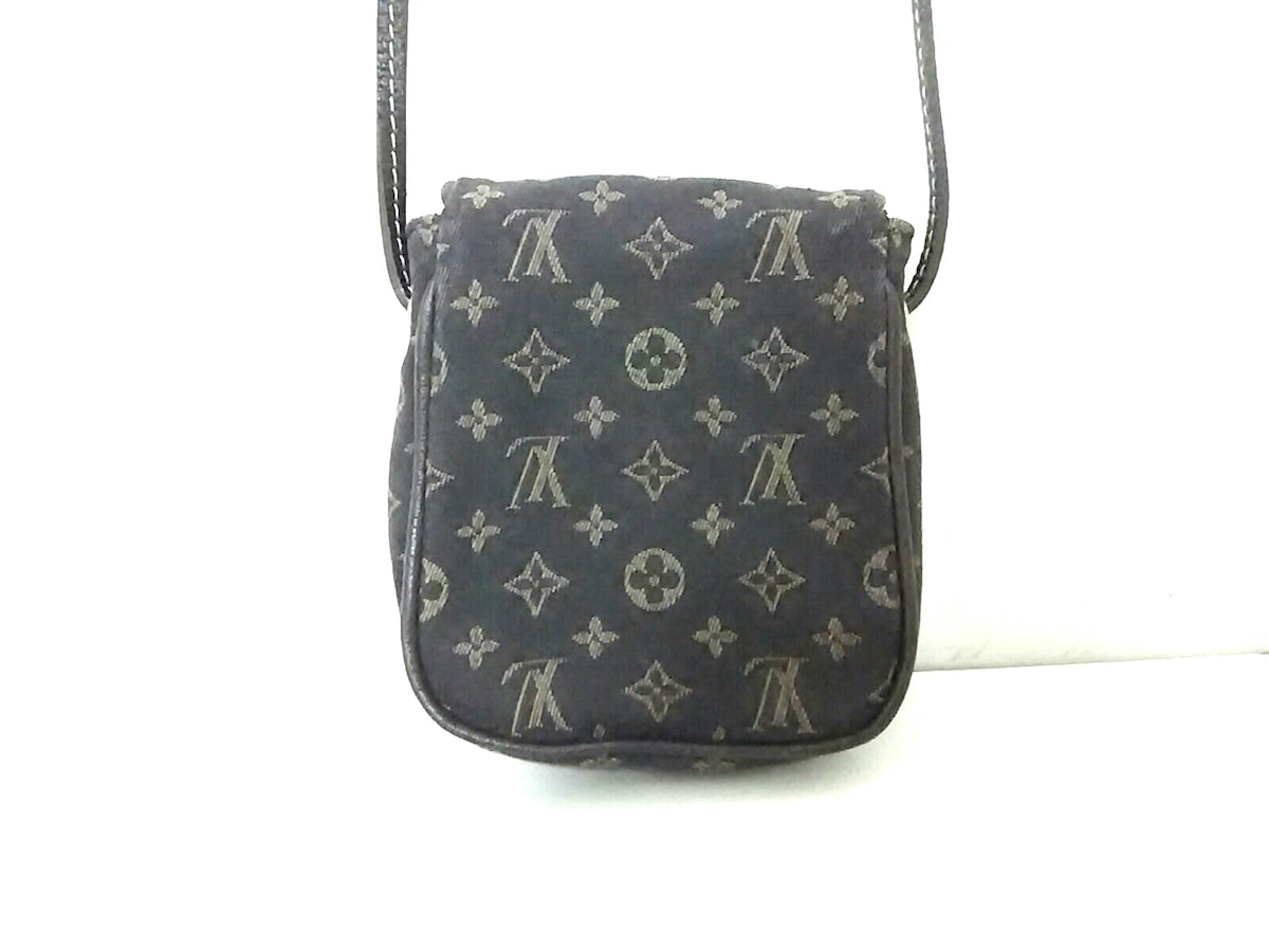 LOUIS VUITTON(ルイヴィトン)のポシェット・カンクーン