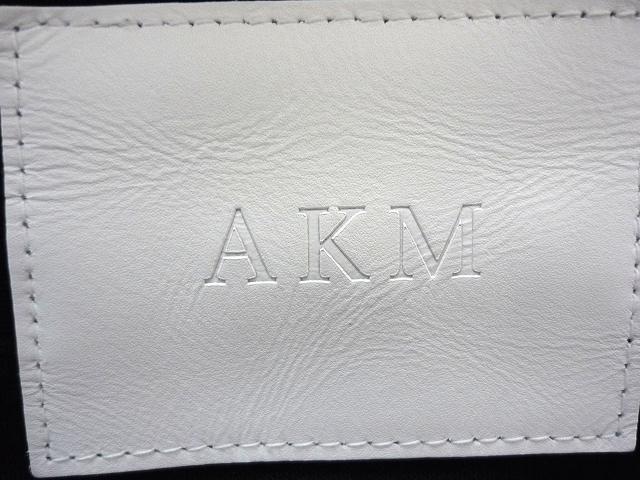 AKM(エーケーエム)のパンツ