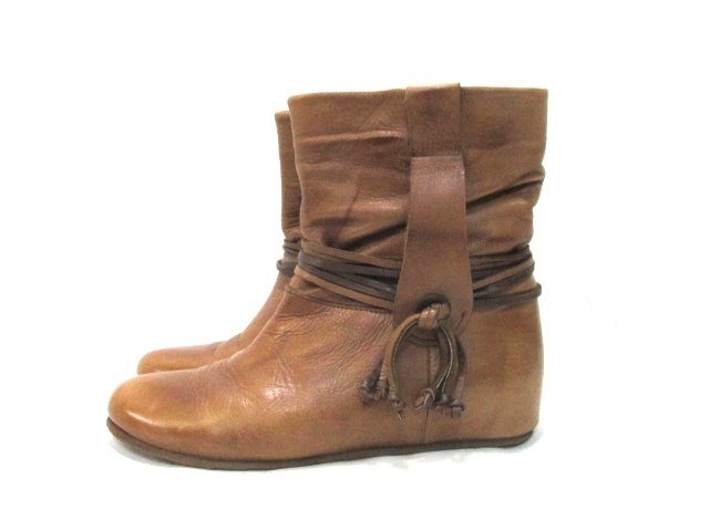 INUOVO(イヌーボ)のブーツ