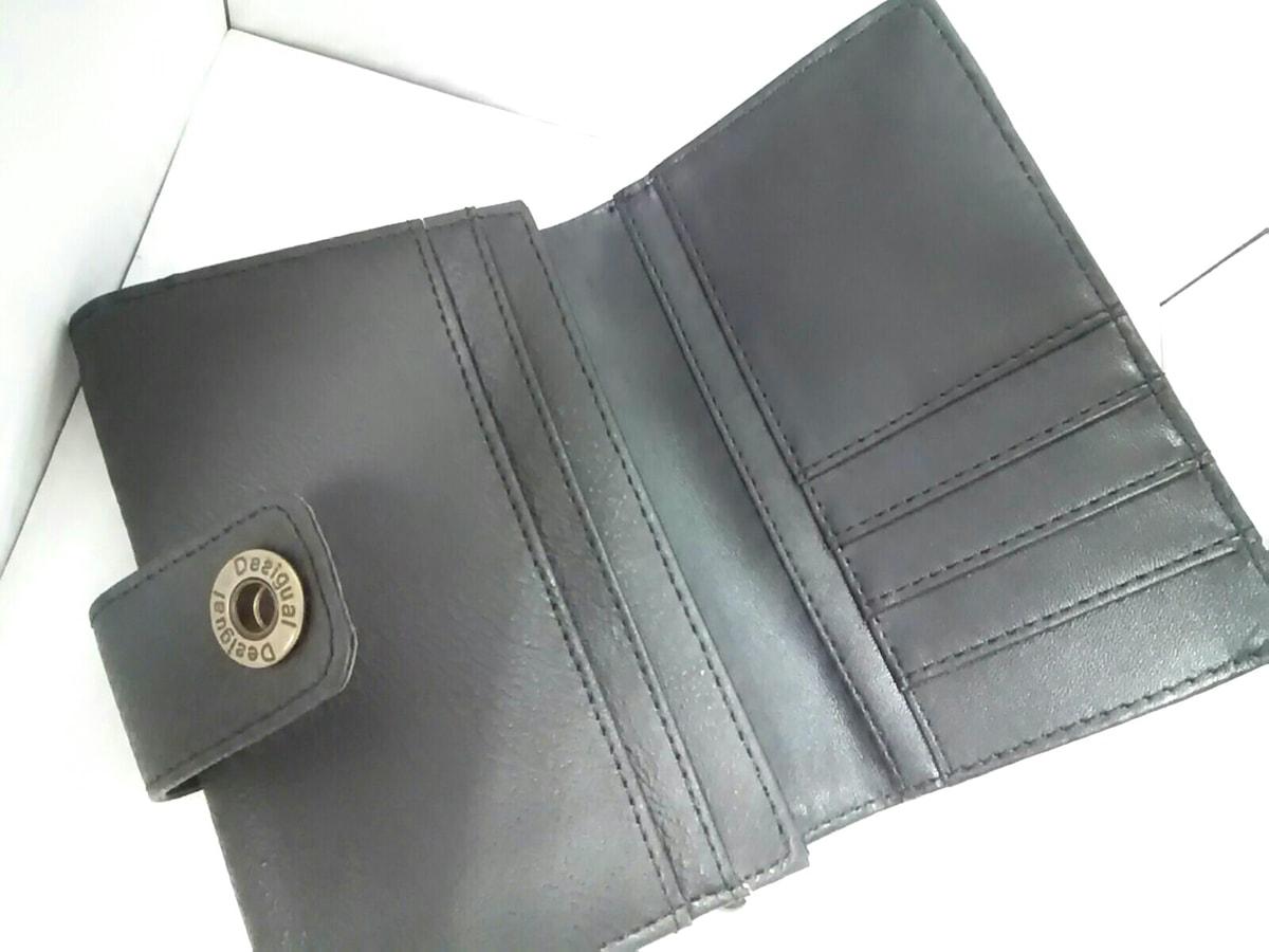 Desigual(デシグアル)の2つ折り財布