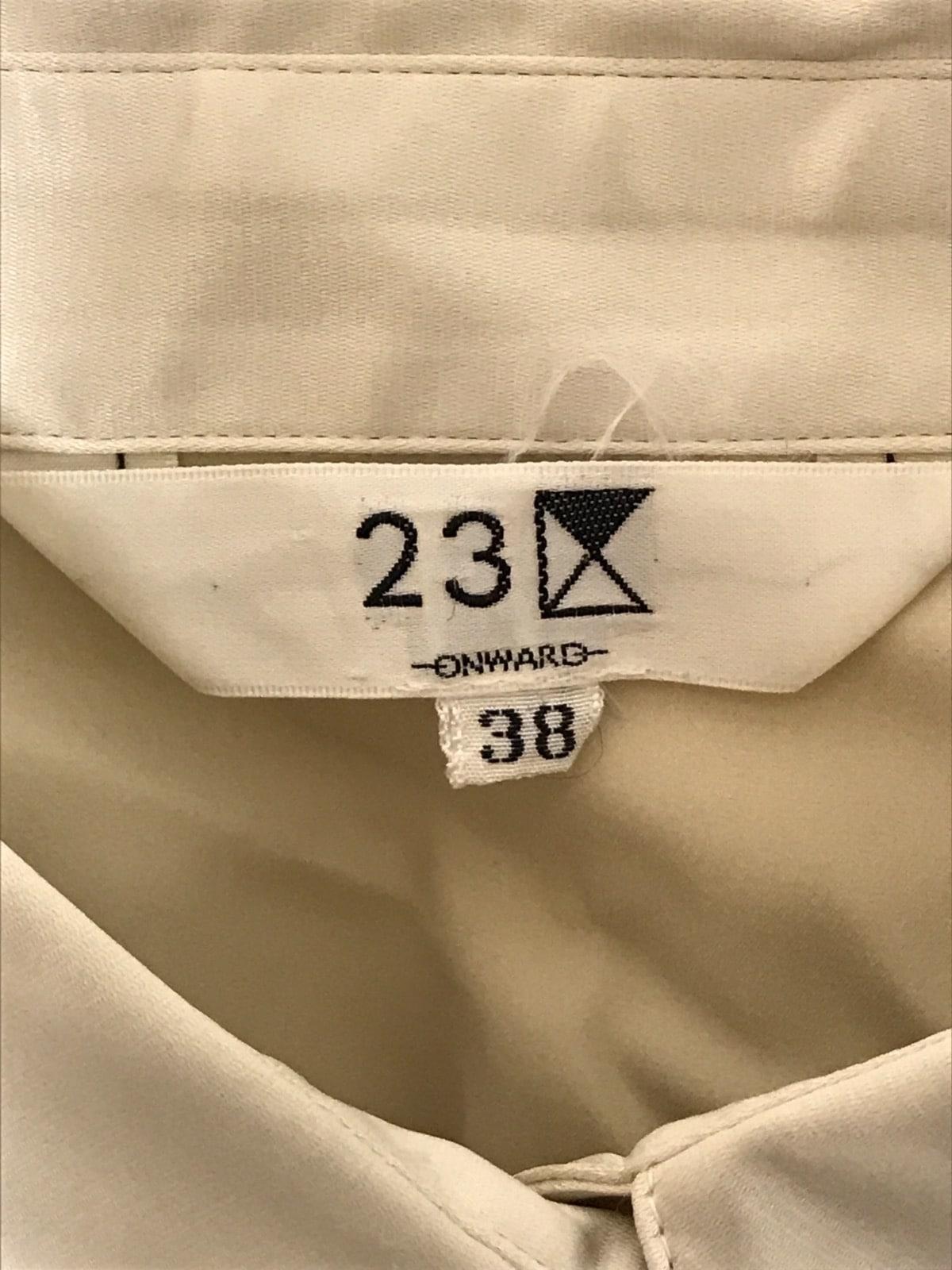 23区(ニジュウサンク)のシャツブラウス