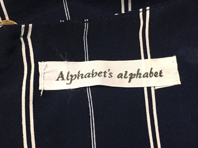 alphabet's alphabet(アルファベッツアルファベット)のカットソー