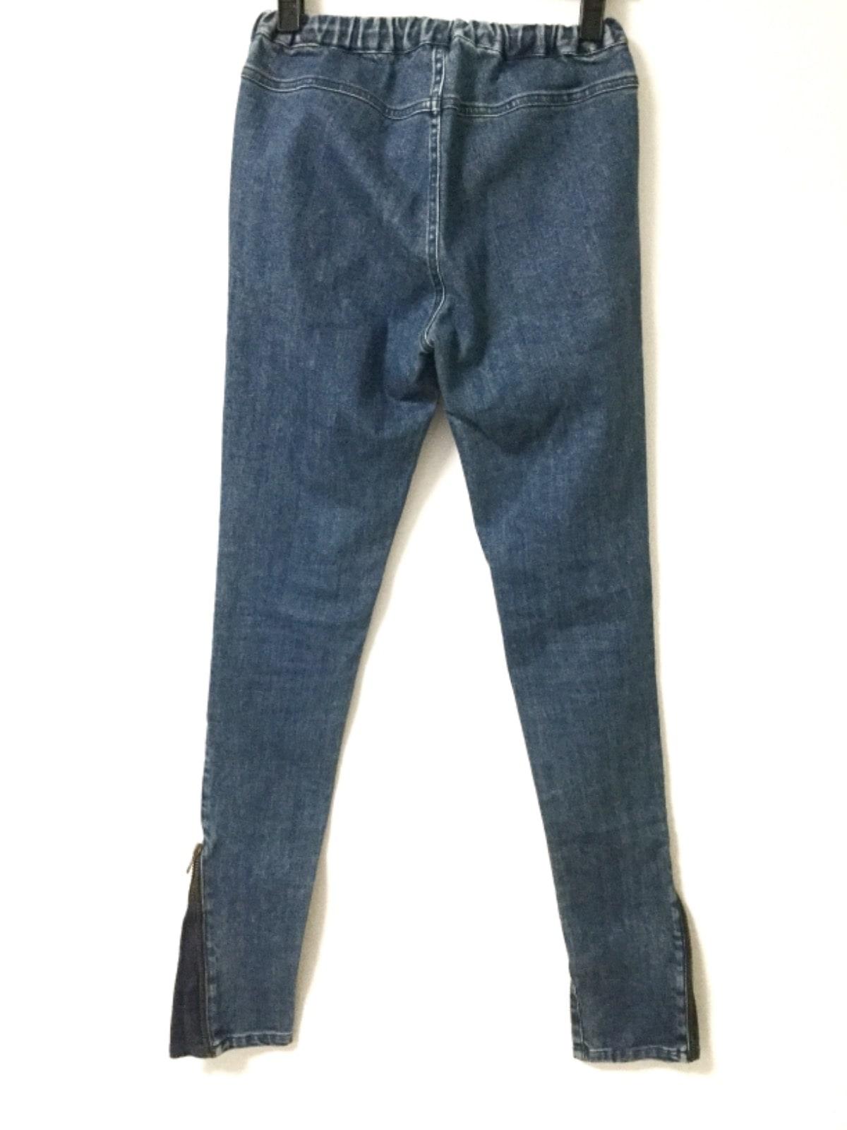 fev(フェブ)のジーンズ