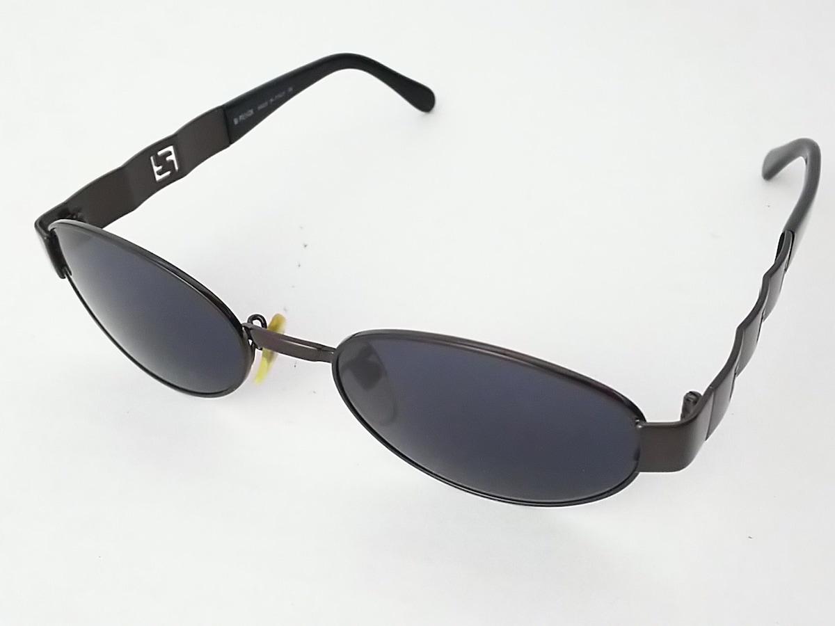 new style 2d2c2 0c75d FENDI(フェンディ) サングラス美品 SL7158 黒×ダークブラウン