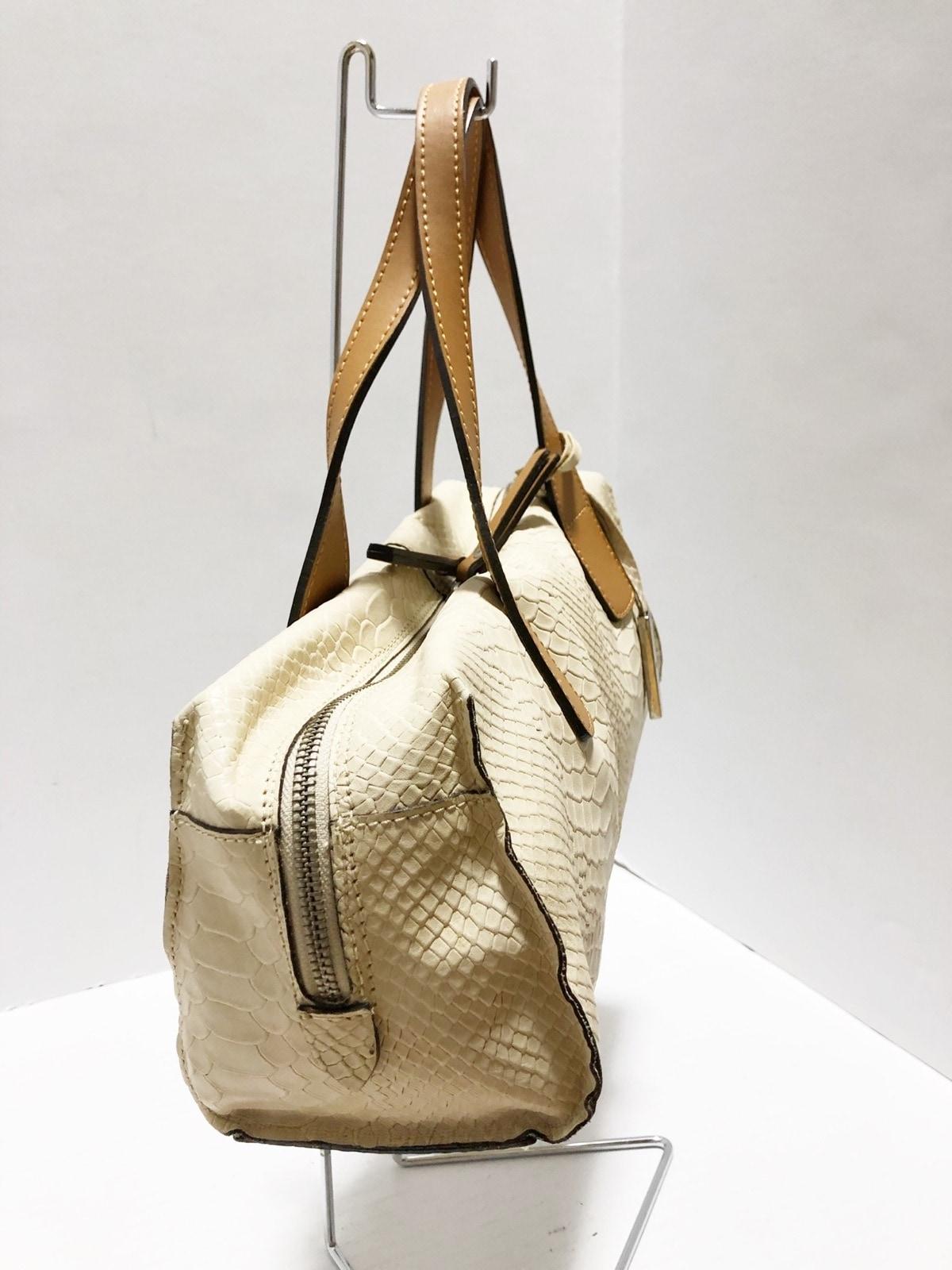 innue(イヌエ)のハンドバッグ