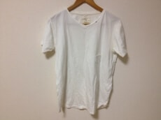 bukht(ブフト)のTシャツ