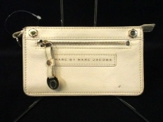 MARC BY MARC JACOBS(マークバイマークジェイコブス)のクラッチバッグ