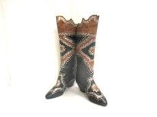 ELVAQUERO(エルヴァッケロ)のブーツ