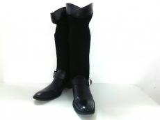 LIMI feu(リミフゥ)のブーツ