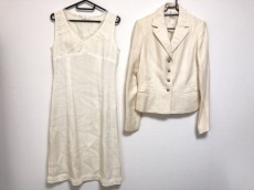 K.T.(キヨコタカセ)のワンピーススーツ