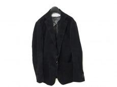 three dots(スリードッツ)のジャケット