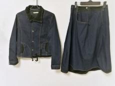 i+mu(イム/センソユニコ)のスカートスーツ