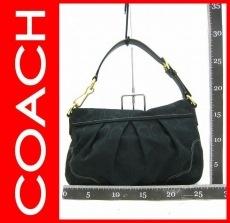 COACH(コーチ)のハンプトンズシグネチャースモールショルダーのショルダーバッグ
