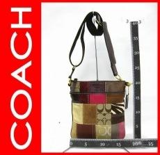 COACH(コーチ)のホリデーパッチワークスウィングのショルダーバッグ