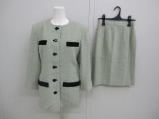 ルイフェローのスカートスーツ