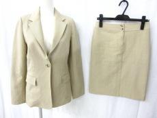 ジャイロネクストのスカートスーツ