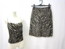 フェレジーンズのスカートスーツ