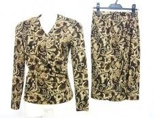 ヒズミスのスカートスーツ