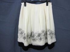 エフエムティのスカート