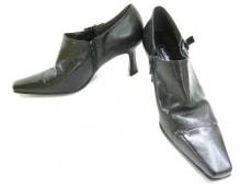 エンゾーアンジョリーニのブーツ