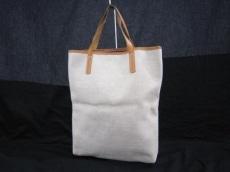 グレンアーモンドのハンドバッグ