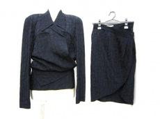 ドンナエレのスカートスーツ