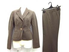 フレアバイジョーのレディースパンツスーツ