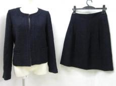 エンターテイナーのスカートスーツ