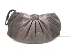 miumiu(ミュウミュウ)のセカンドバッグ