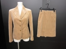 ハートフォードのスカートスーツ