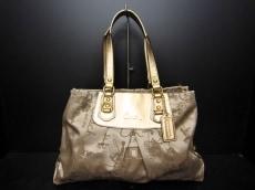 COACH(コーチ)のアシュリーホース キャリッジサテンキャリーオールのハンドバッグ