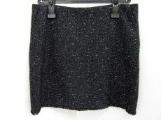 アズタイムゴーズバイのスカート