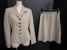 クロージングのスカートスーツ
