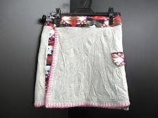 パワートゥザピープルのスカート