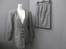 ブルーベルのスカートスーツ