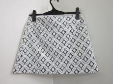 コーレイリンカーターのスカート