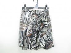 ブラックパールのスカート