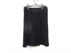 メイルのスカート
