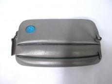 ヒカルマツムラザユニークバッグのポーチ