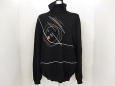 GIANNIVERSACE(ジャンニヴェルサーチ)のセーター