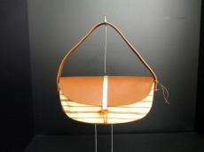 イカルのハンドバッグ