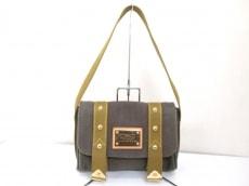 LOUIS VUITTON(ルイヴィトン)のサック・ラバのショルダーバッグ