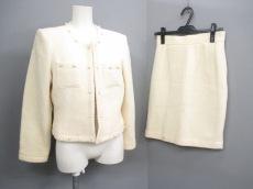 バーニッシュのスカートスーツ