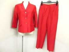アントニオ フスコのレディースパンツスーツ