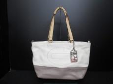 COACH(コーチ)のハンプトンズウィークエンドレザーのハンドバッグ